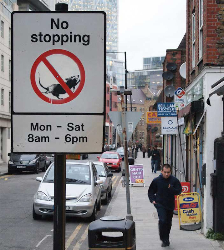 Bansky, décembre 2011 : No Stopping - Monday Saturday - 8 am - 6 pm